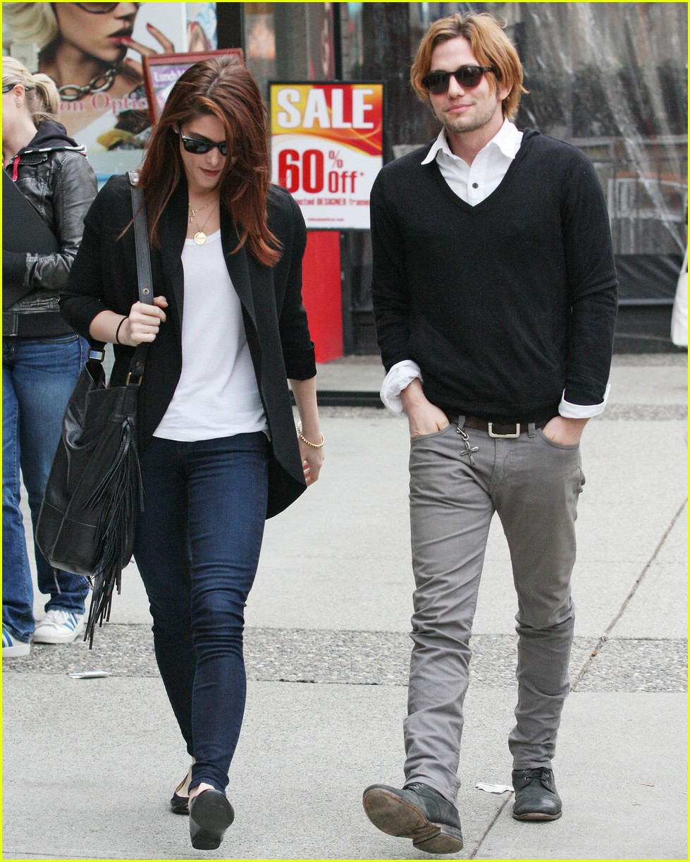 ashley greene jackson rathbone walk 01
