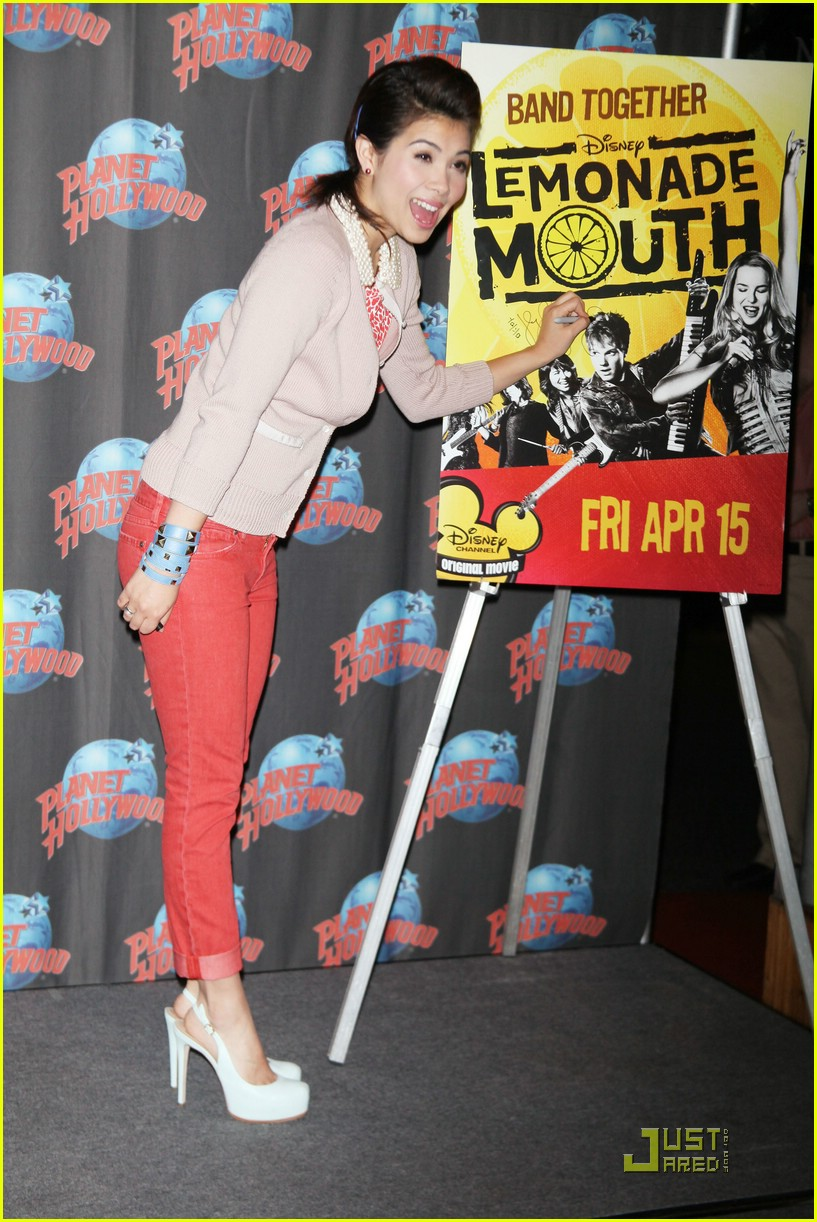 hayley kiyoko planet hollywood 03
