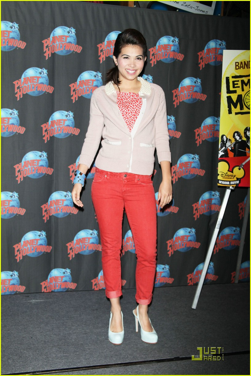 hayley kiyoko planet hollywood 05