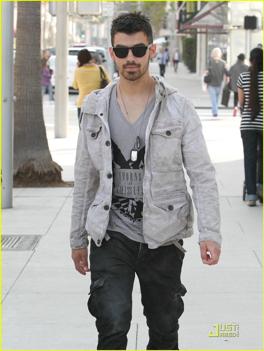 joe jonas beverly hills 02