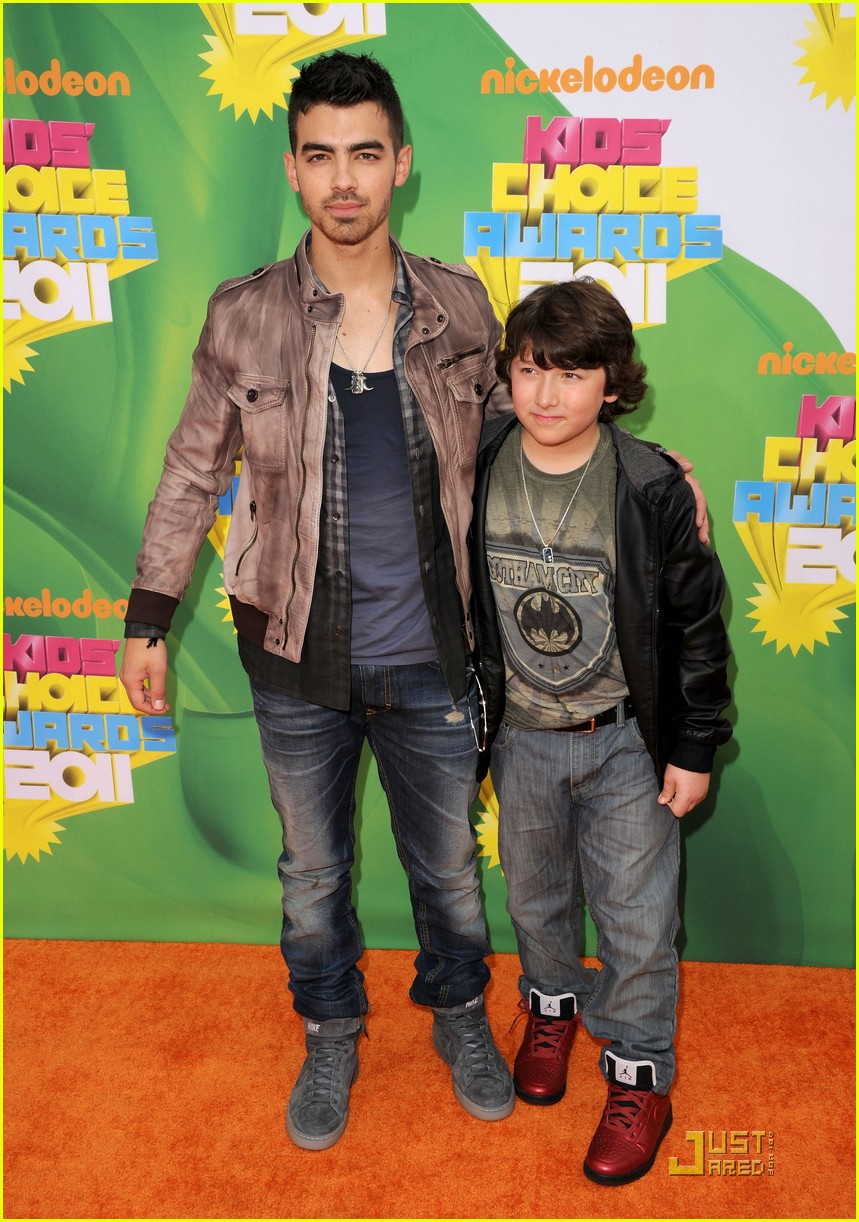 joe jonas kca 2011 03