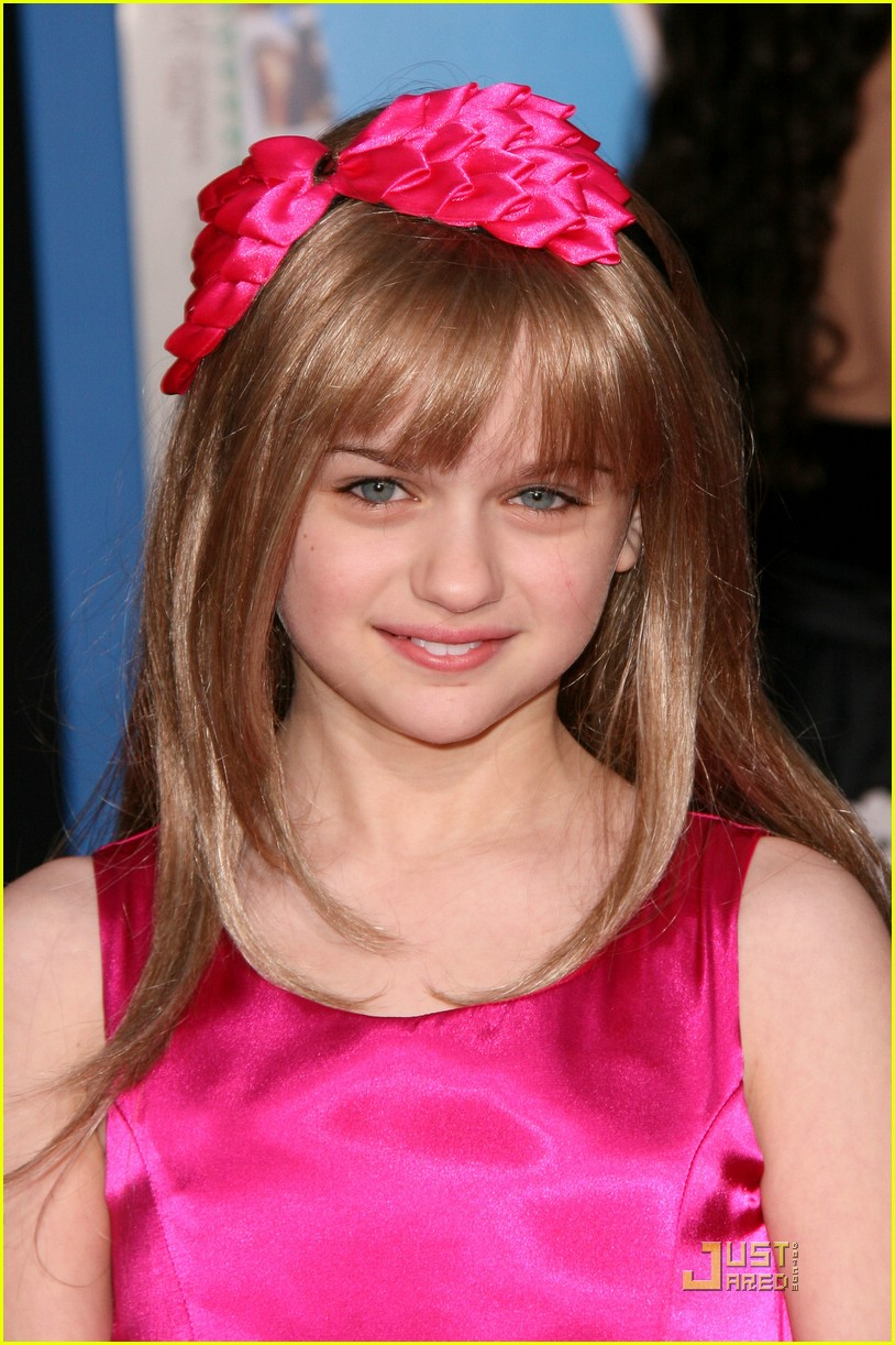 joey king sneakers prom 03