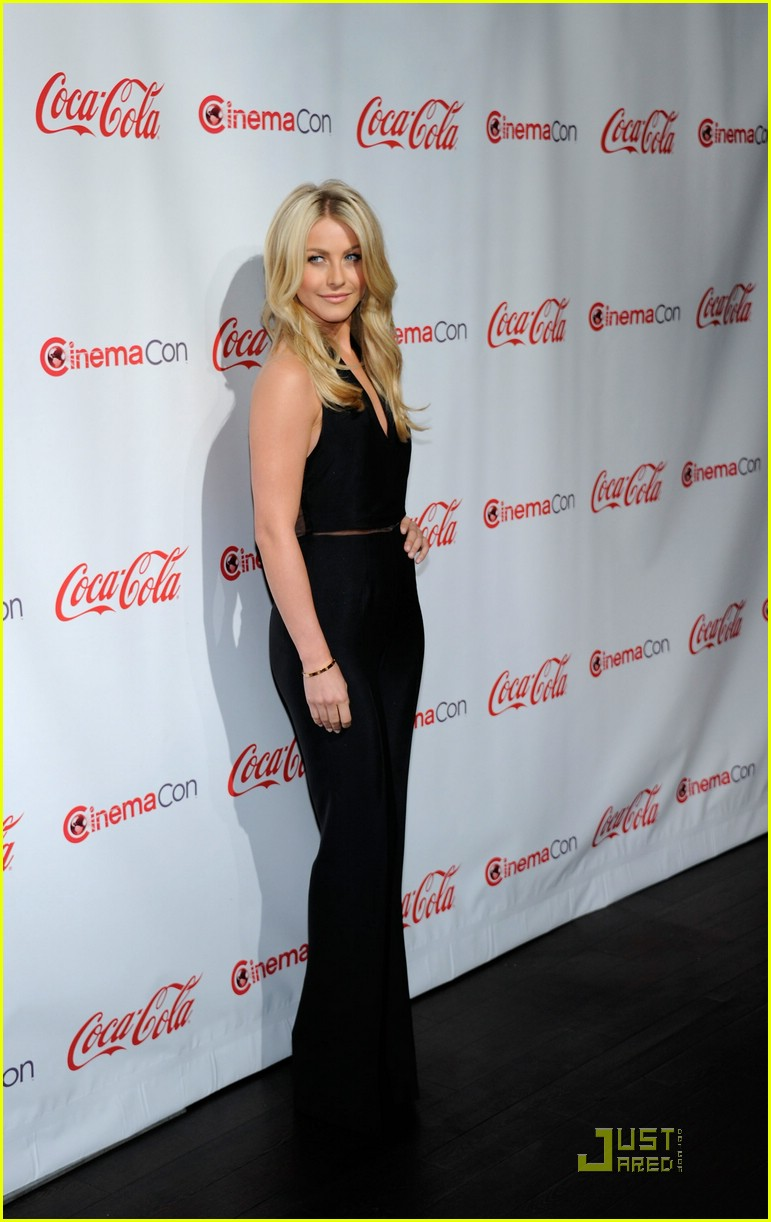 julianne hough cinemacon 16