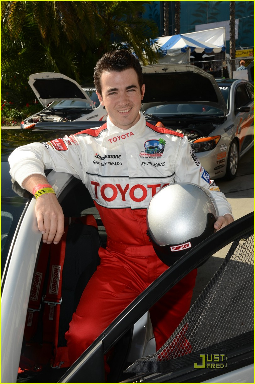 kevin jonas racing day 04