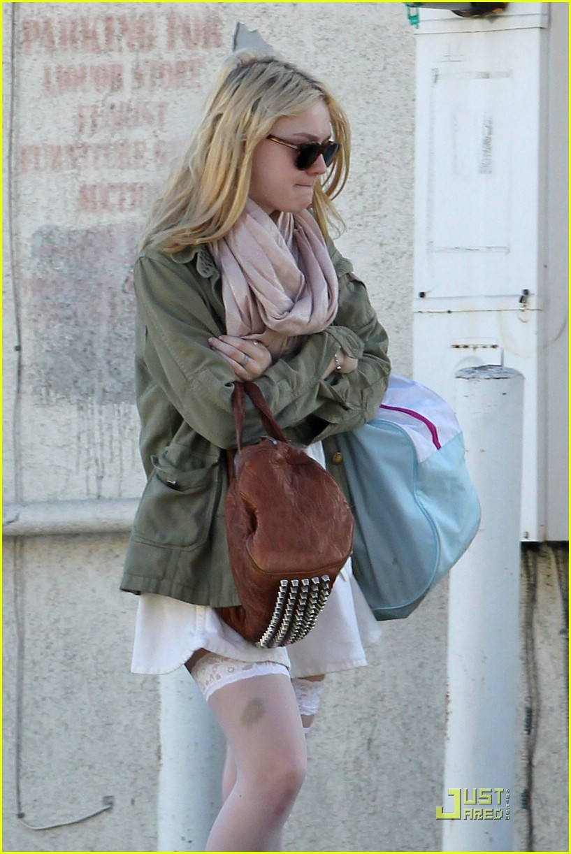dakota fanning stocking school 06