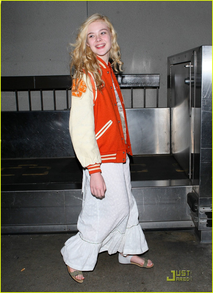 dakota elle fanning lax 14