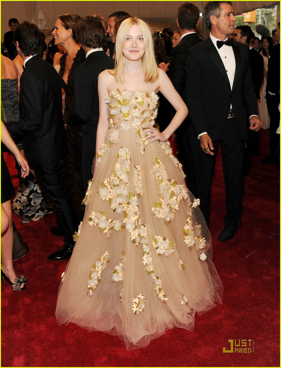 dakota elle fanning met ball 03