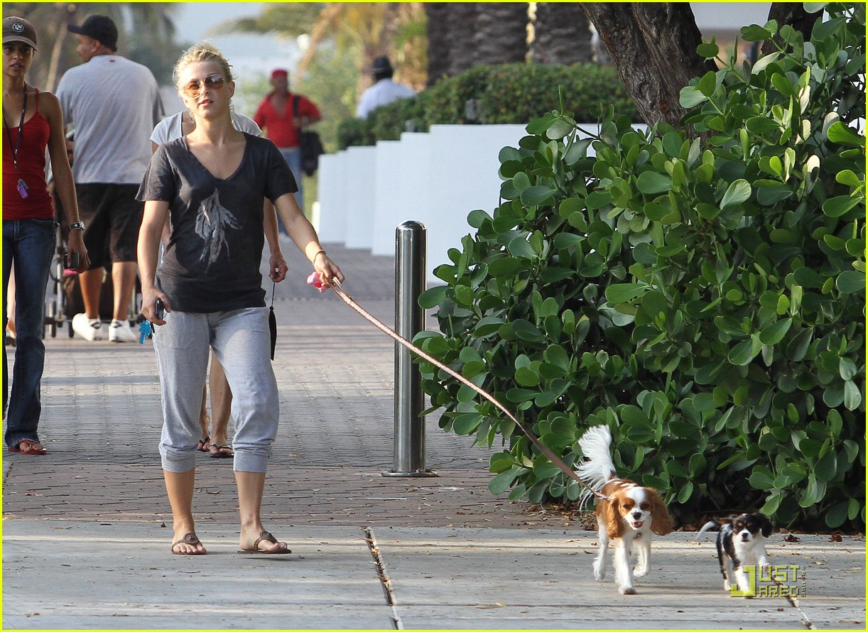 julianne hough run miami 01