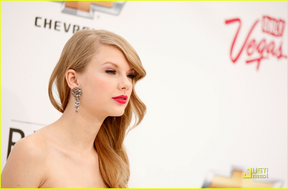 taylor swift billboard awards 15