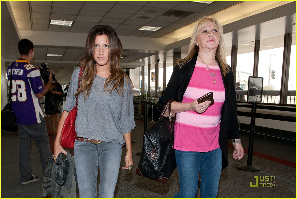 ashley tisdale lift off london 04