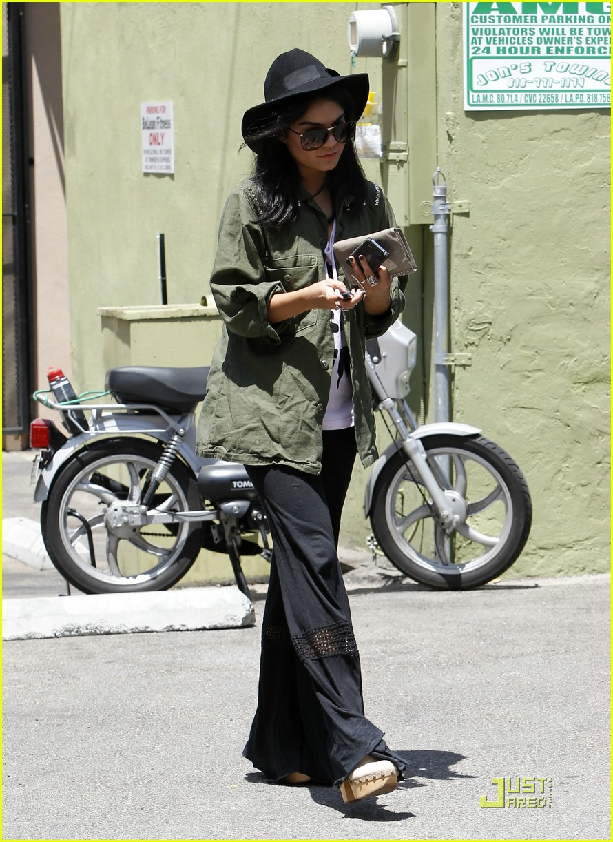 vanessa hudgens lunch lax 13