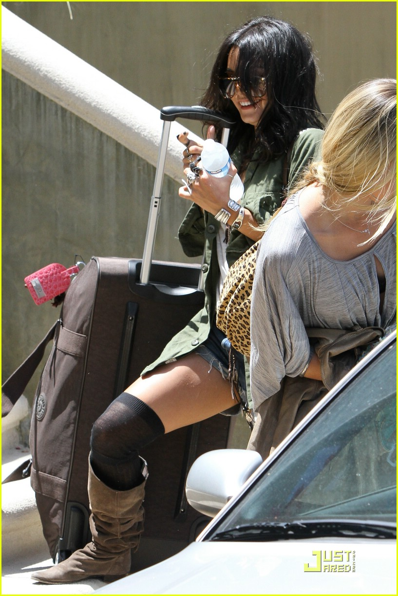 vanessa hudgens lunch lax 15
