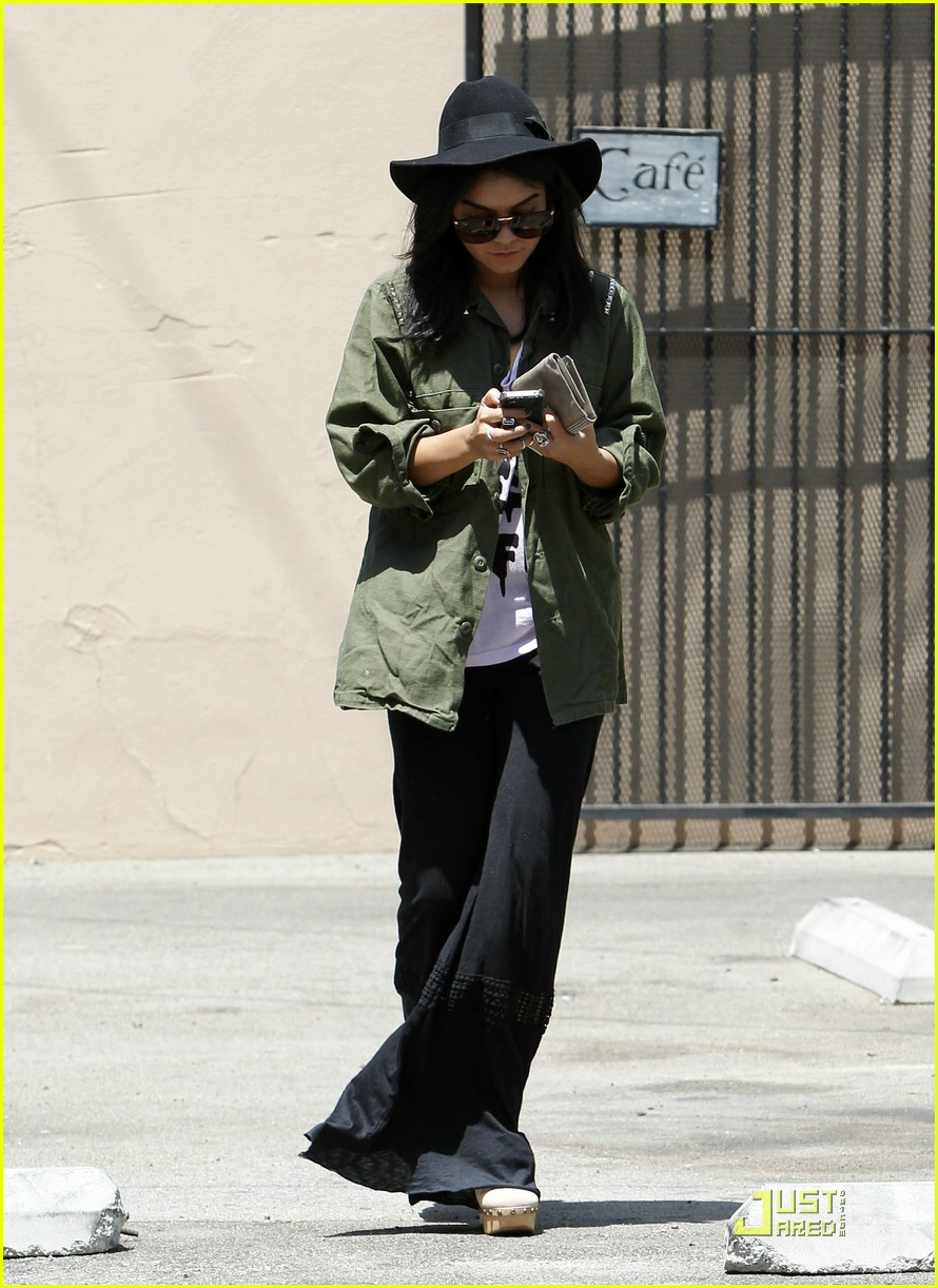 vanessa hudgens lunch lax 17