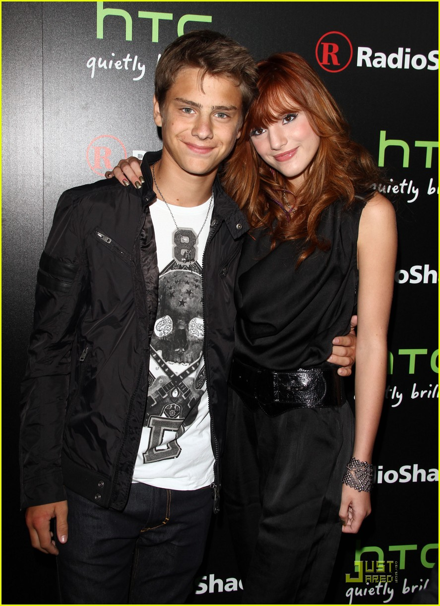 bella thorne htc evo party 02