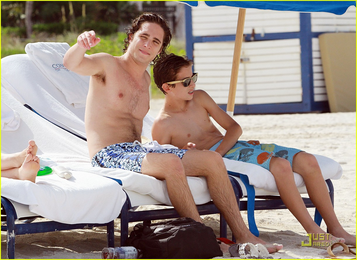 diego boneta beach brother 05