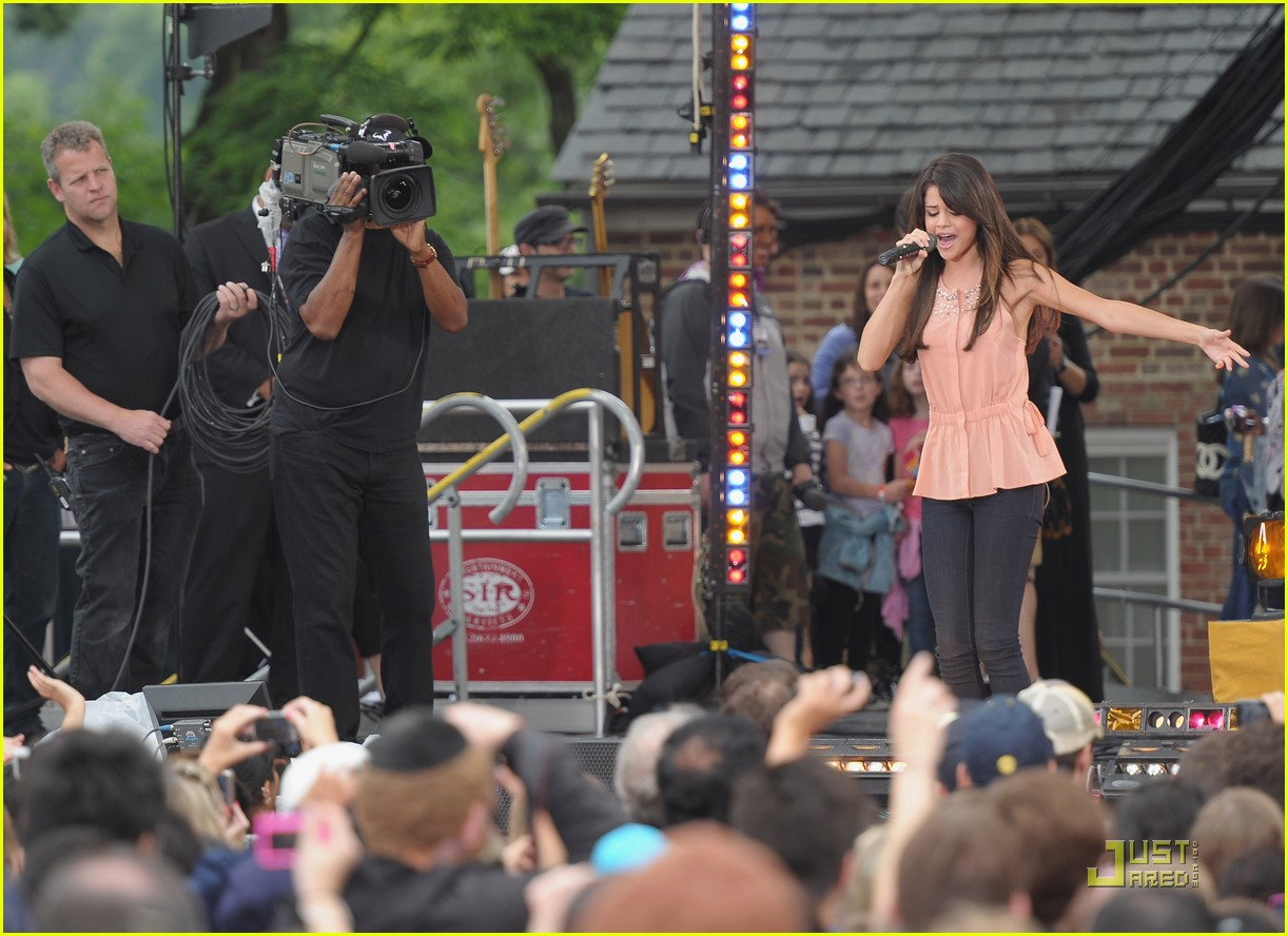 selena gomez good morning america 02