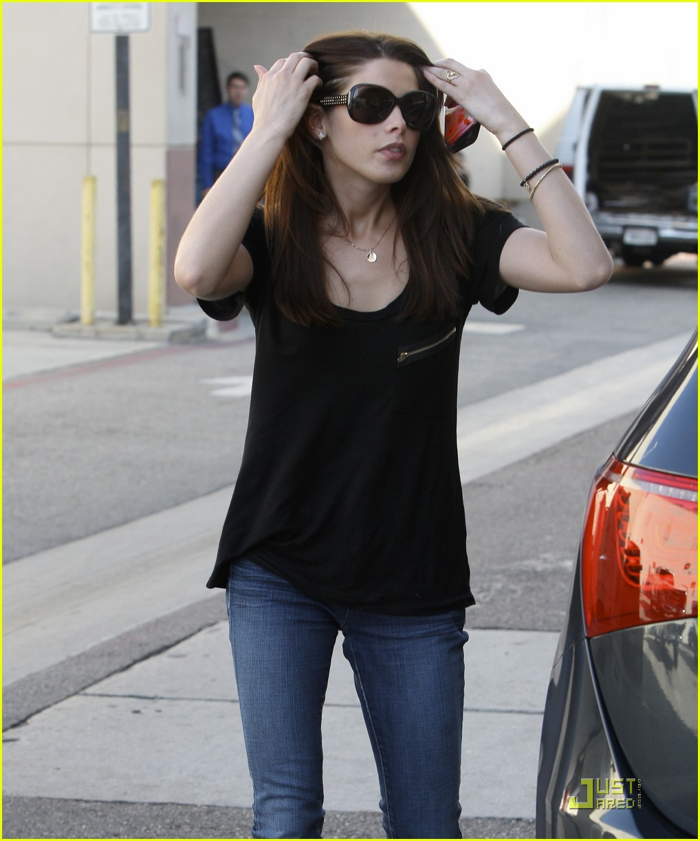 ashley greene bh errands 01