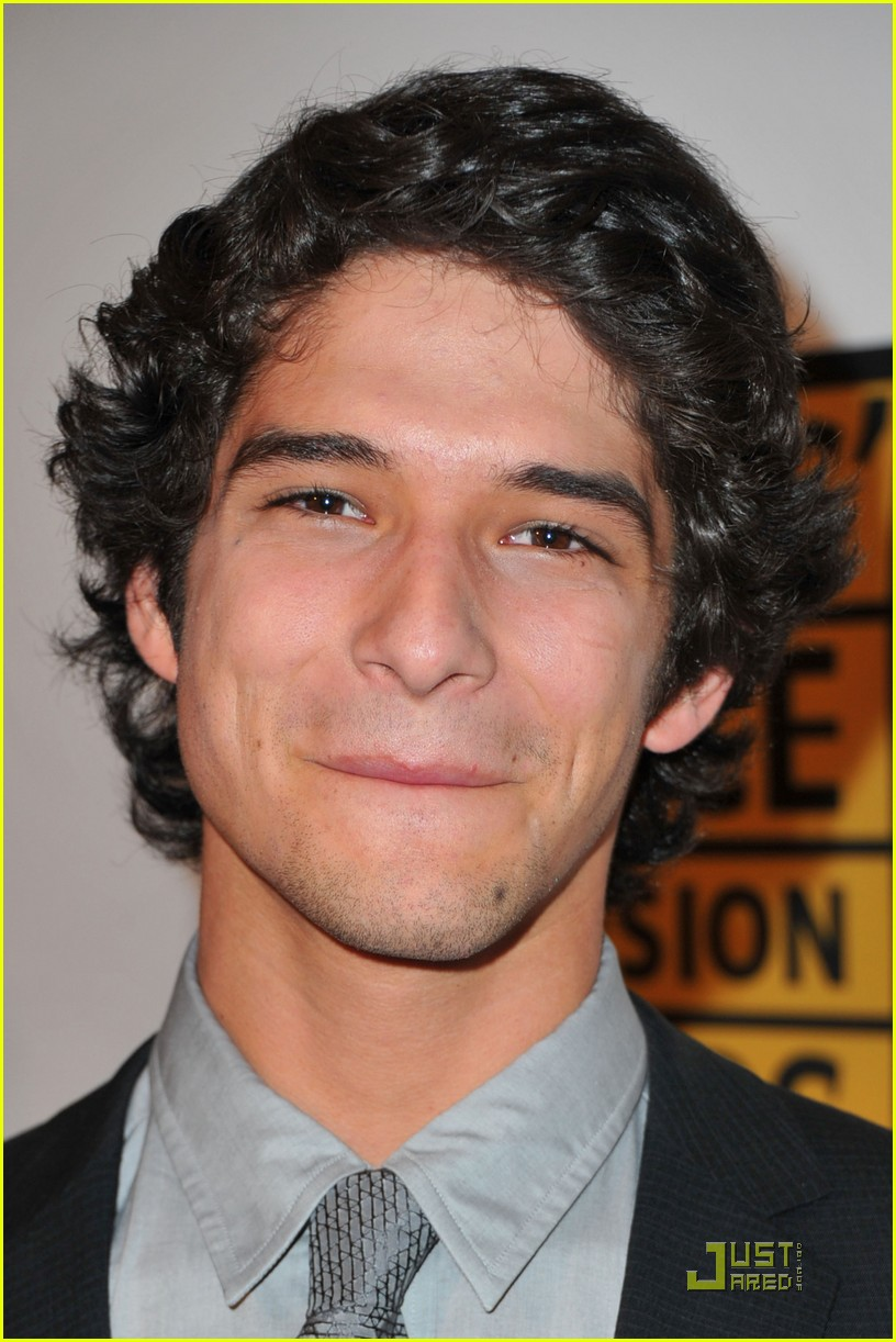 tyler posey critics choice awards 08
