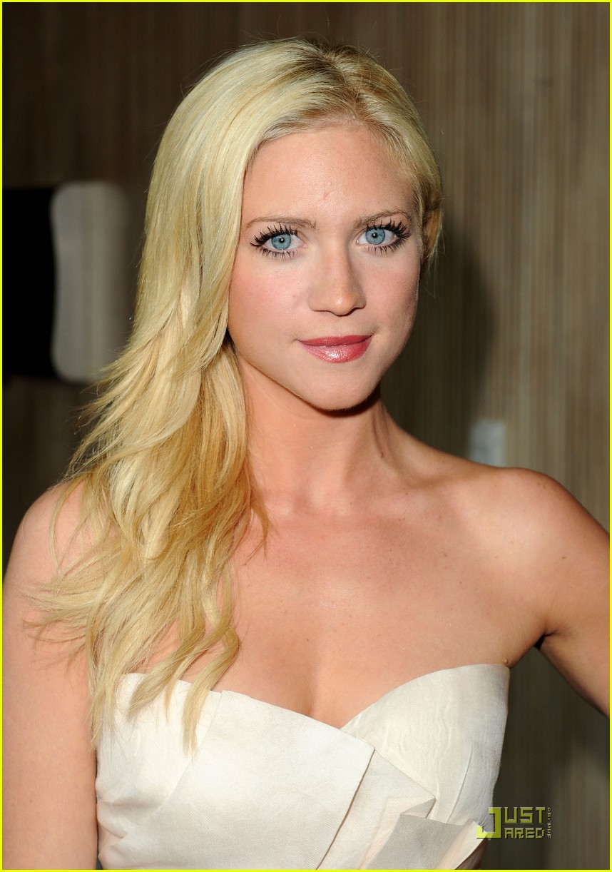 brittany snow women 04