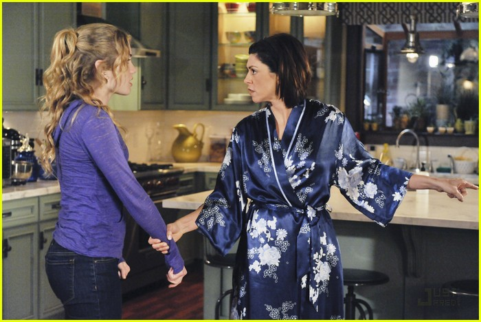 skyler samuels mom hugs 03