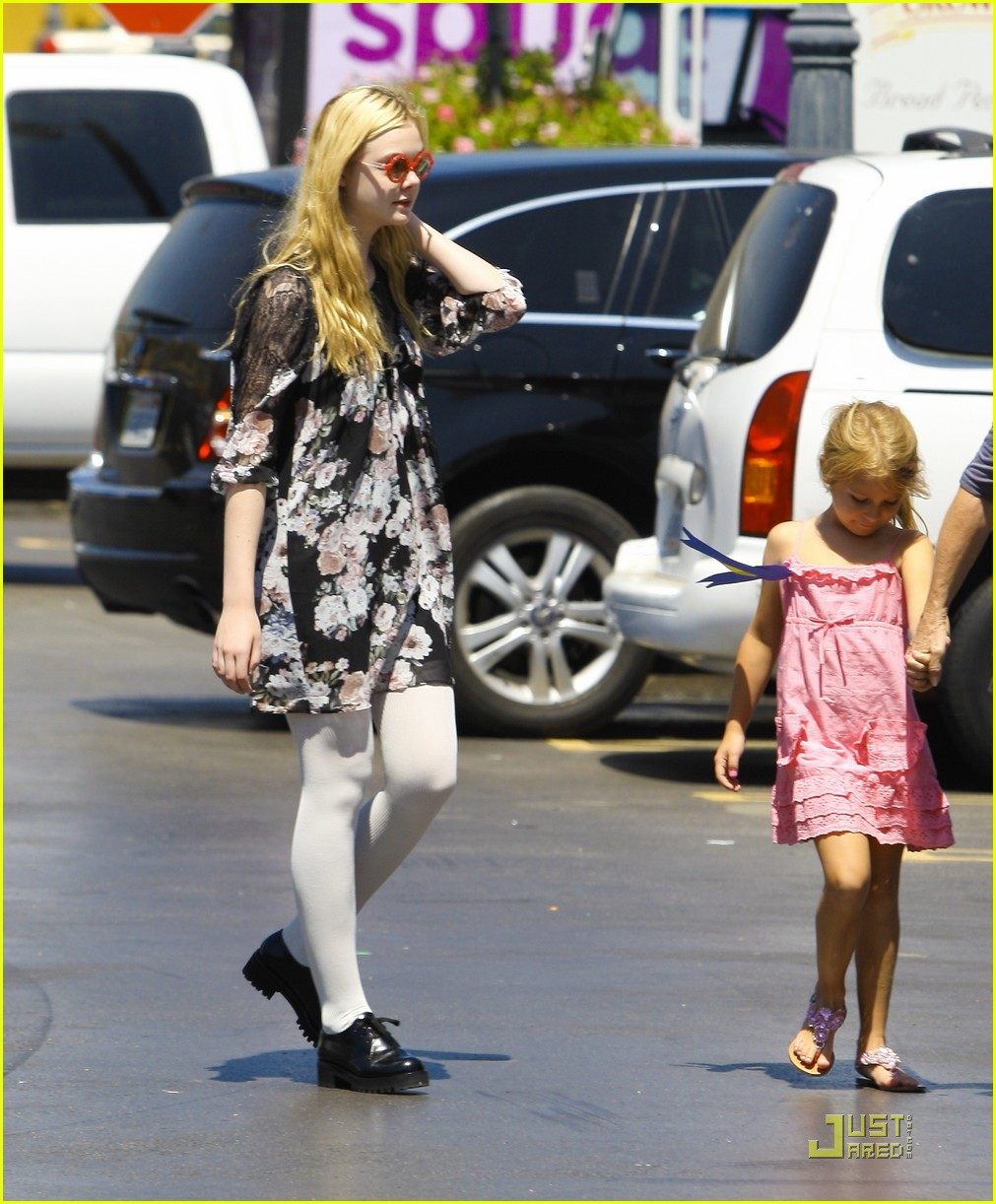 elle fanning red glasses 22