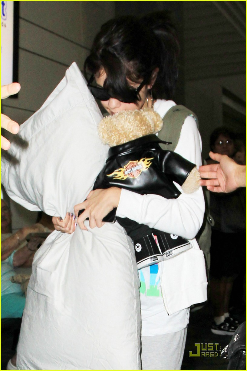 selena gomez airport pillow 02