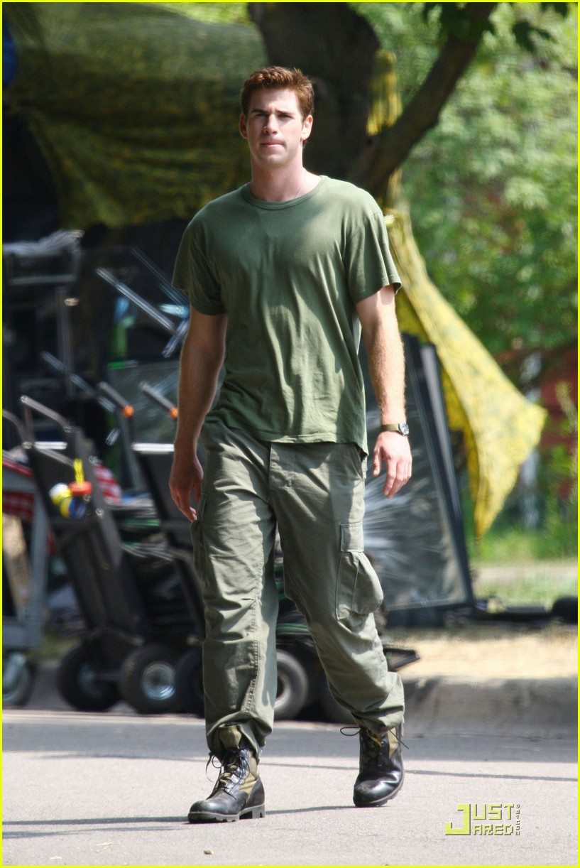 liam hemsworth awol green 07