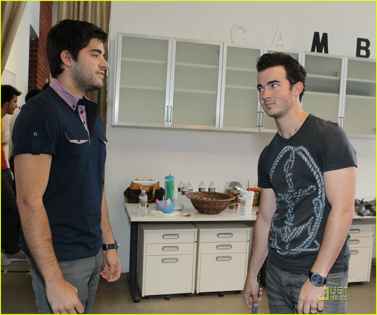 kevin jonas mikey deleasa cambio 05