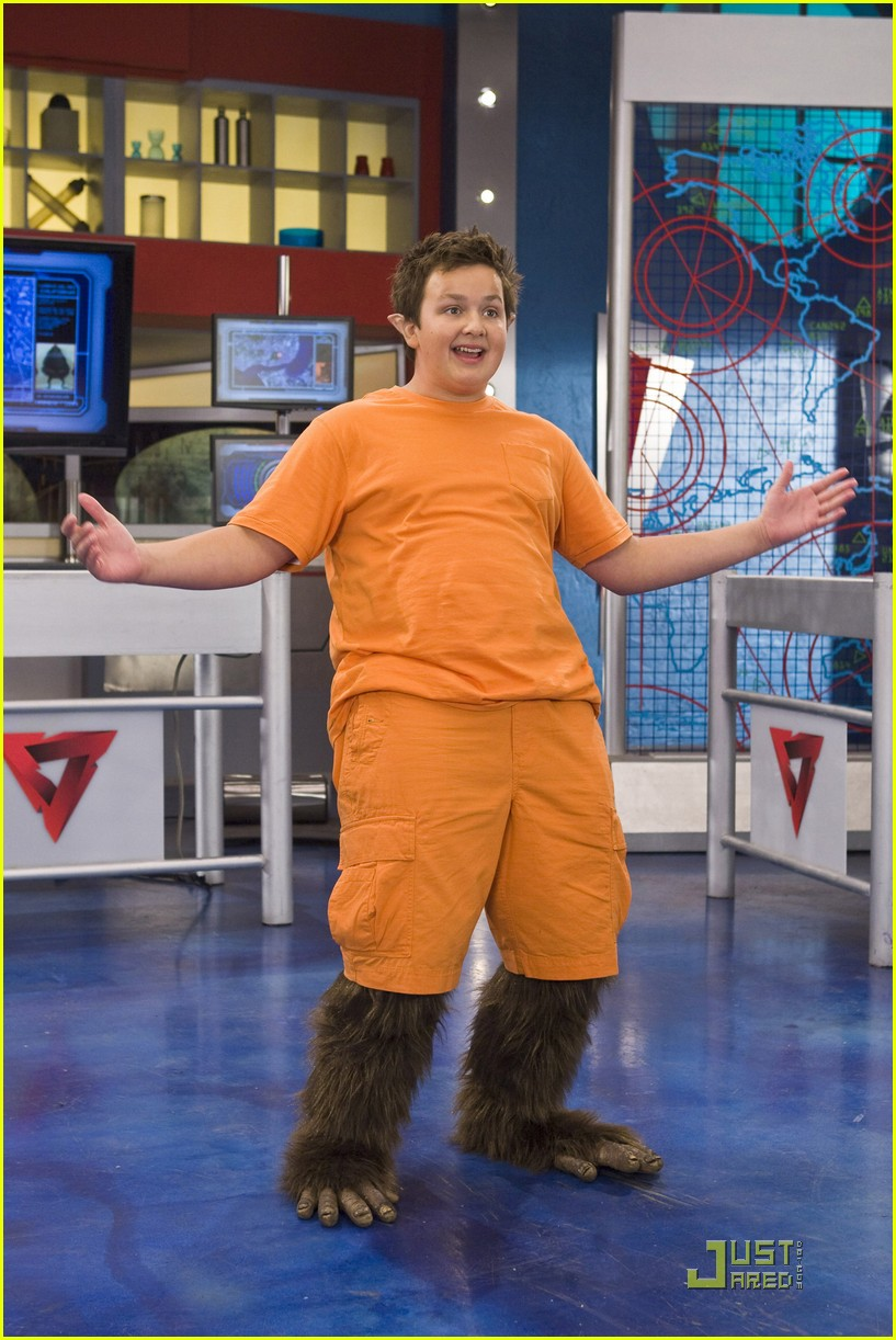 noah munck troop sniff 01