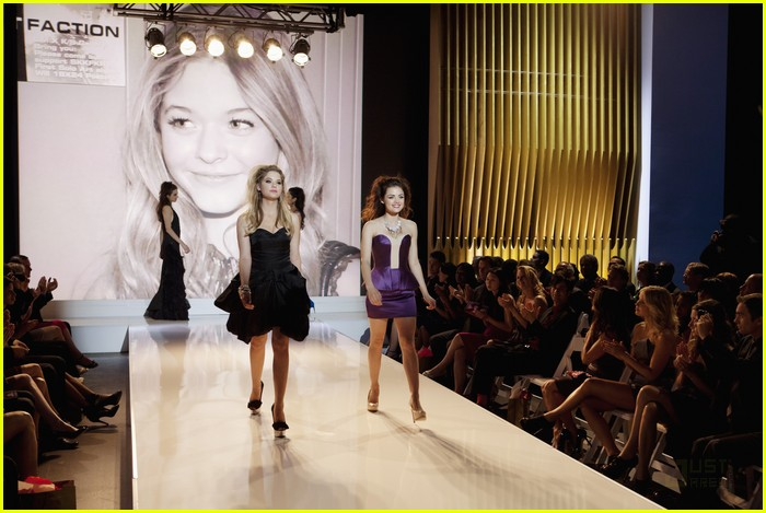 pretty liars fashion show 12