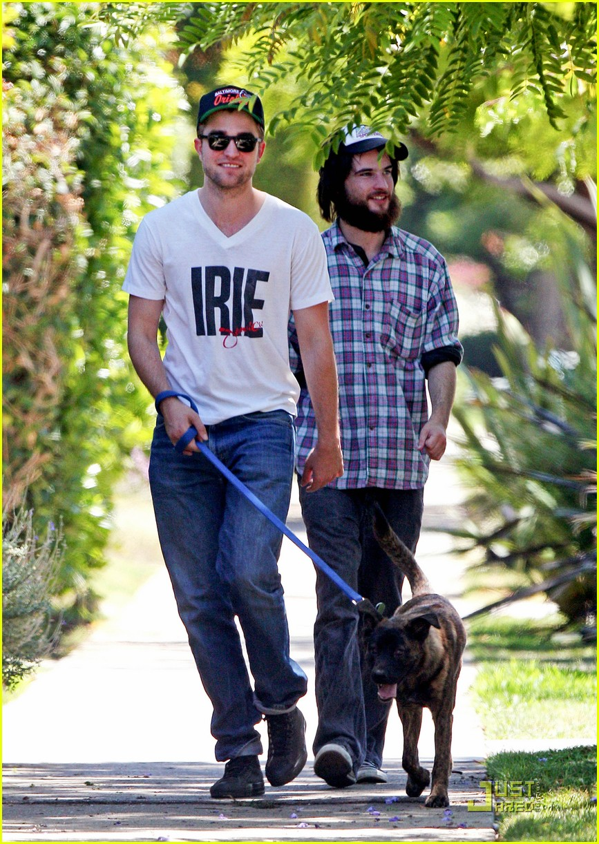 robert pattinson bear walk 02