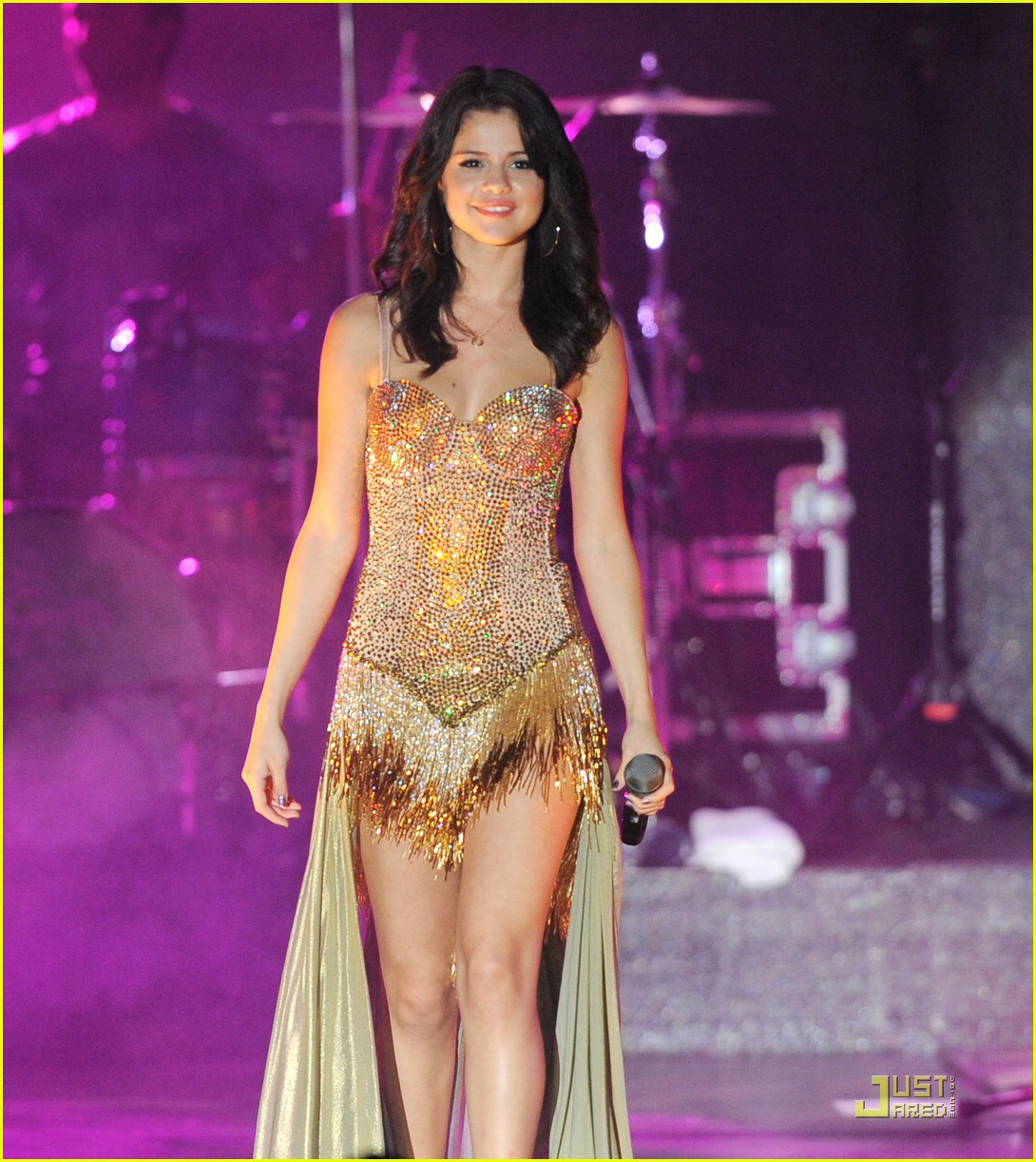 selena gomez opening tour night 16