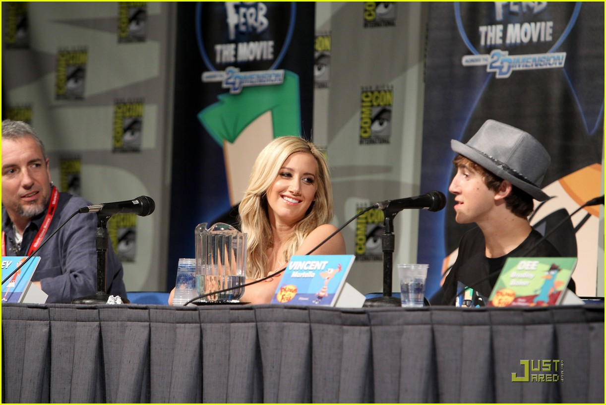 ashley tisdale comic con 08