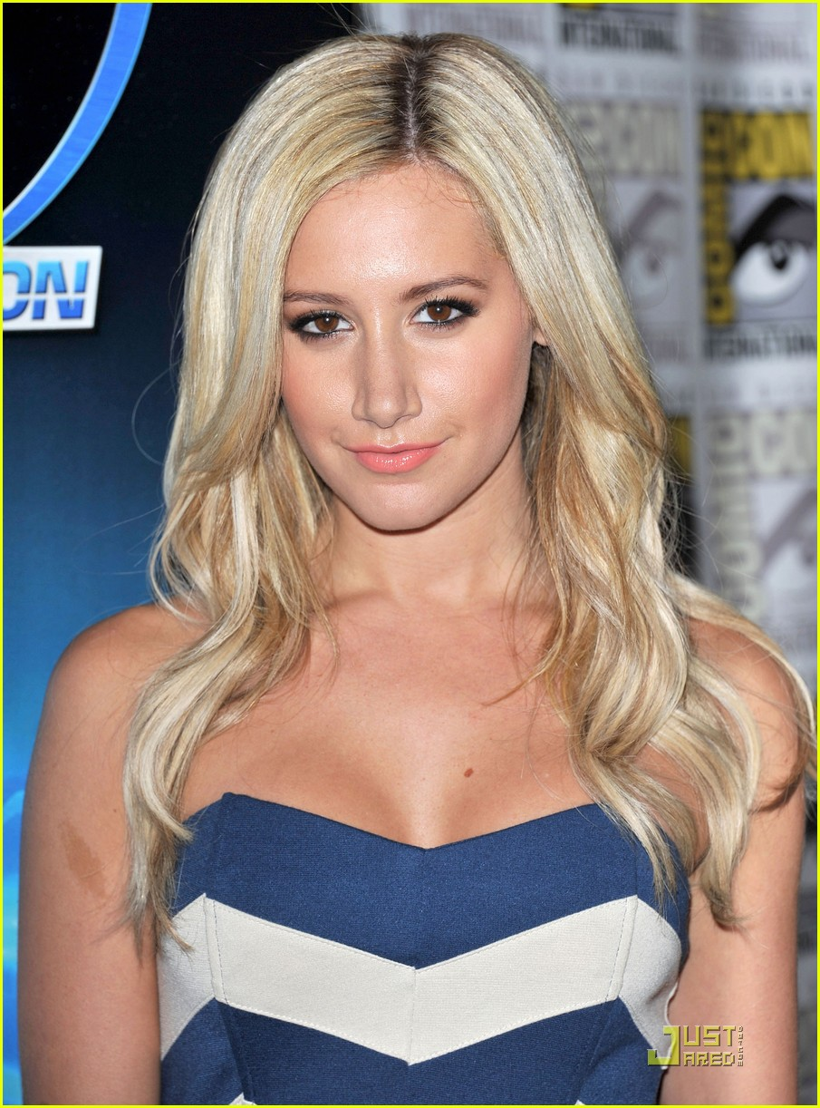 ashley tisdale comic con 15