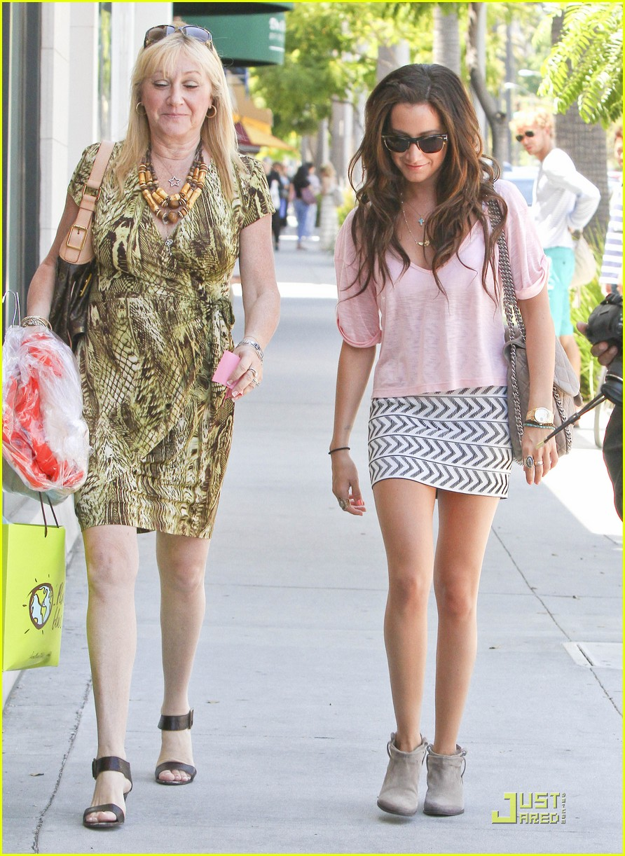 ashley tisdale bday shopping 18