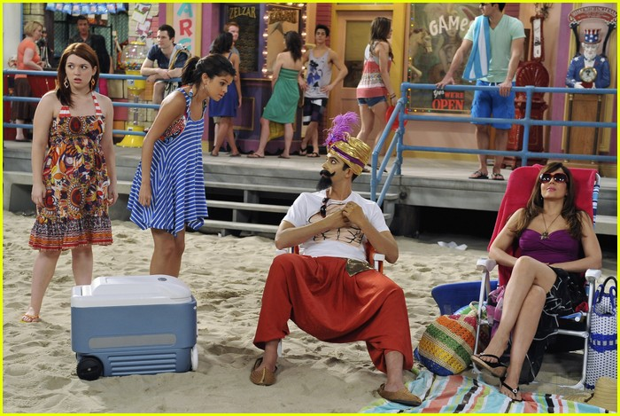 selena gomez zelzar beach day 08