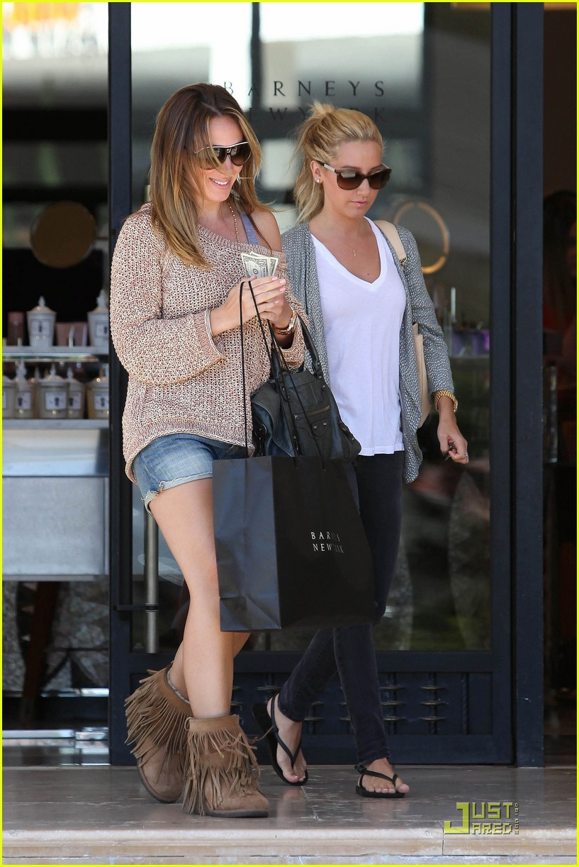 ashley tisdale haylie duff barneys 01