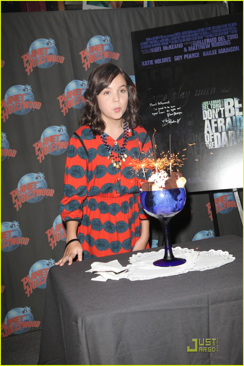 bailee madison afraid dark premiere 07