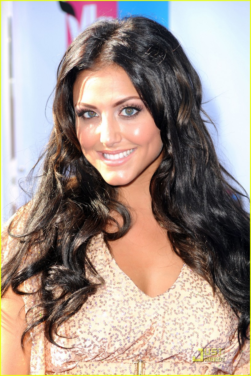 cassie scerbo do something awards 01