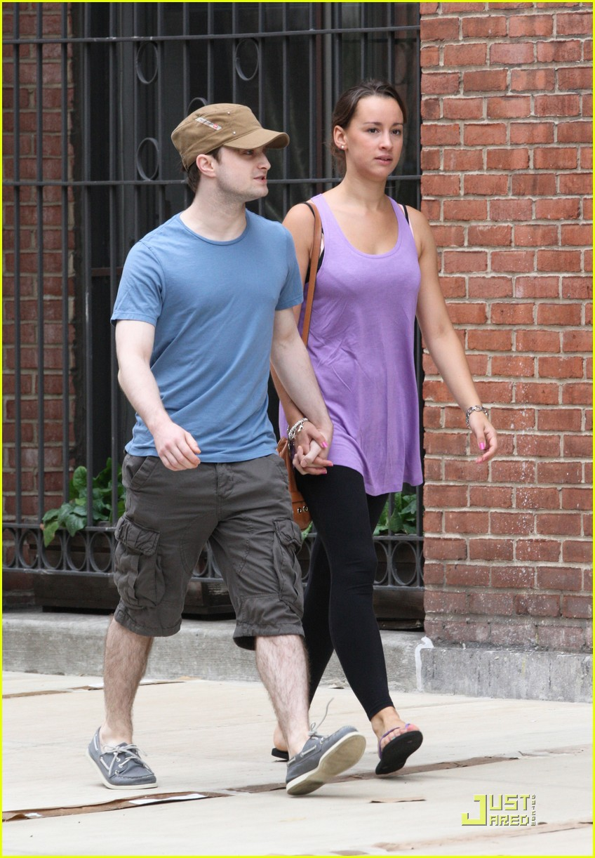 daniel radcliffe girlfriend walk 04