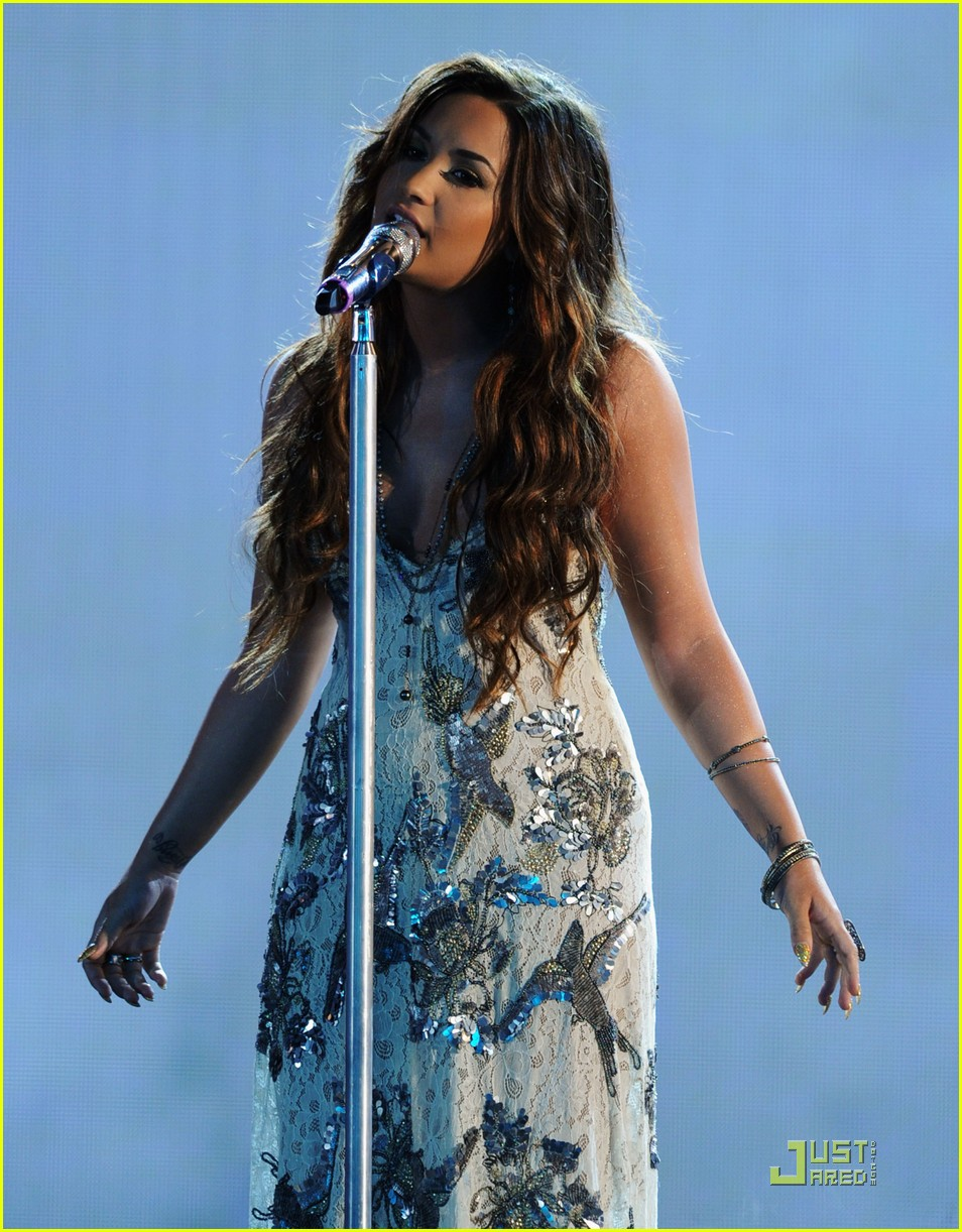 demi lovato do something awards 17