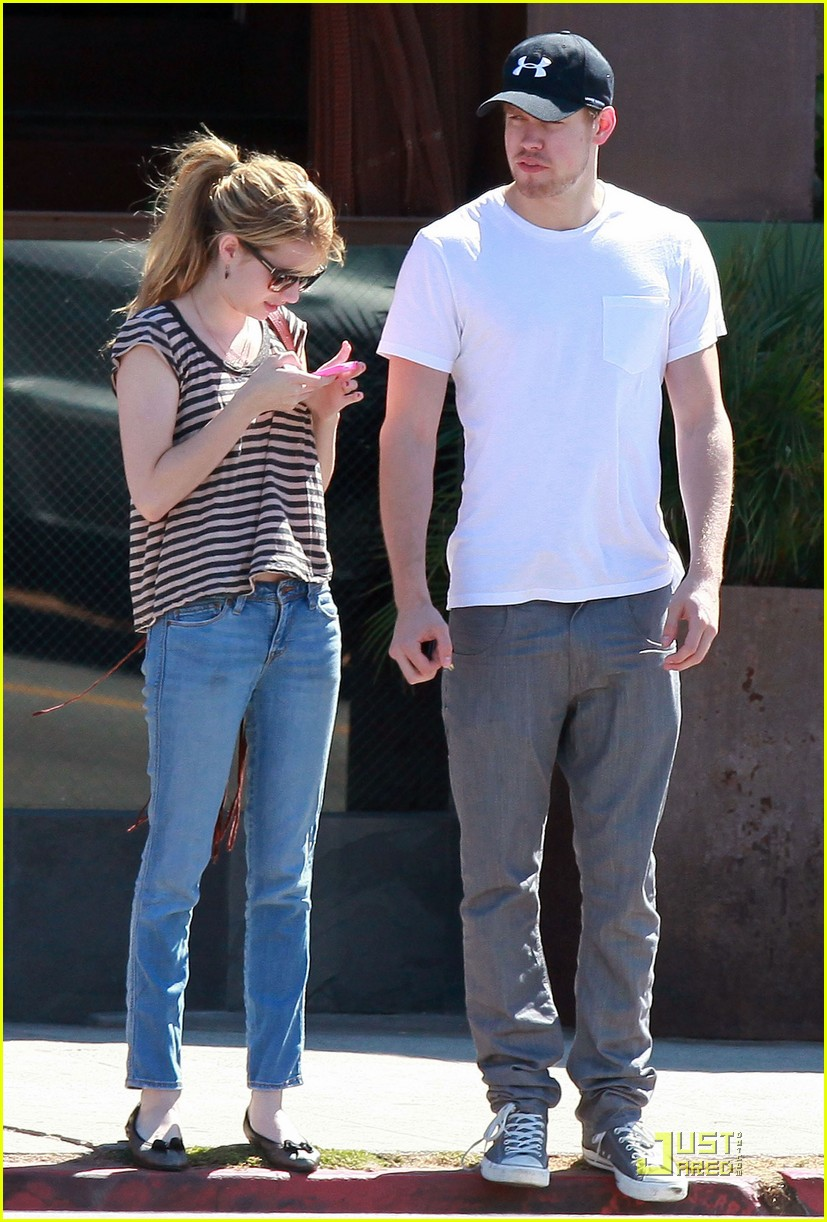 emma roberts chord overstreet hug02