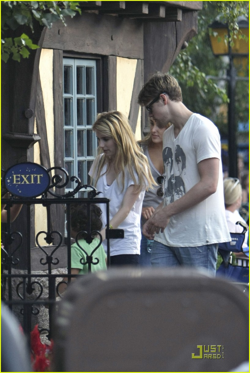 emma roberts chord overstreet disneyland 16