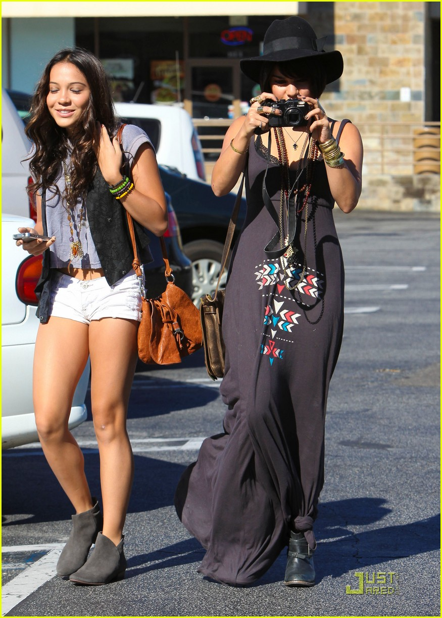 vanessa hudgens stella camera cuties 12