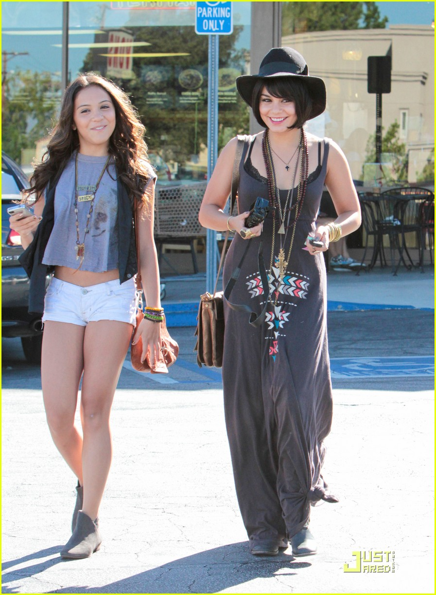 vanessa hudgens stella camera cuties 18