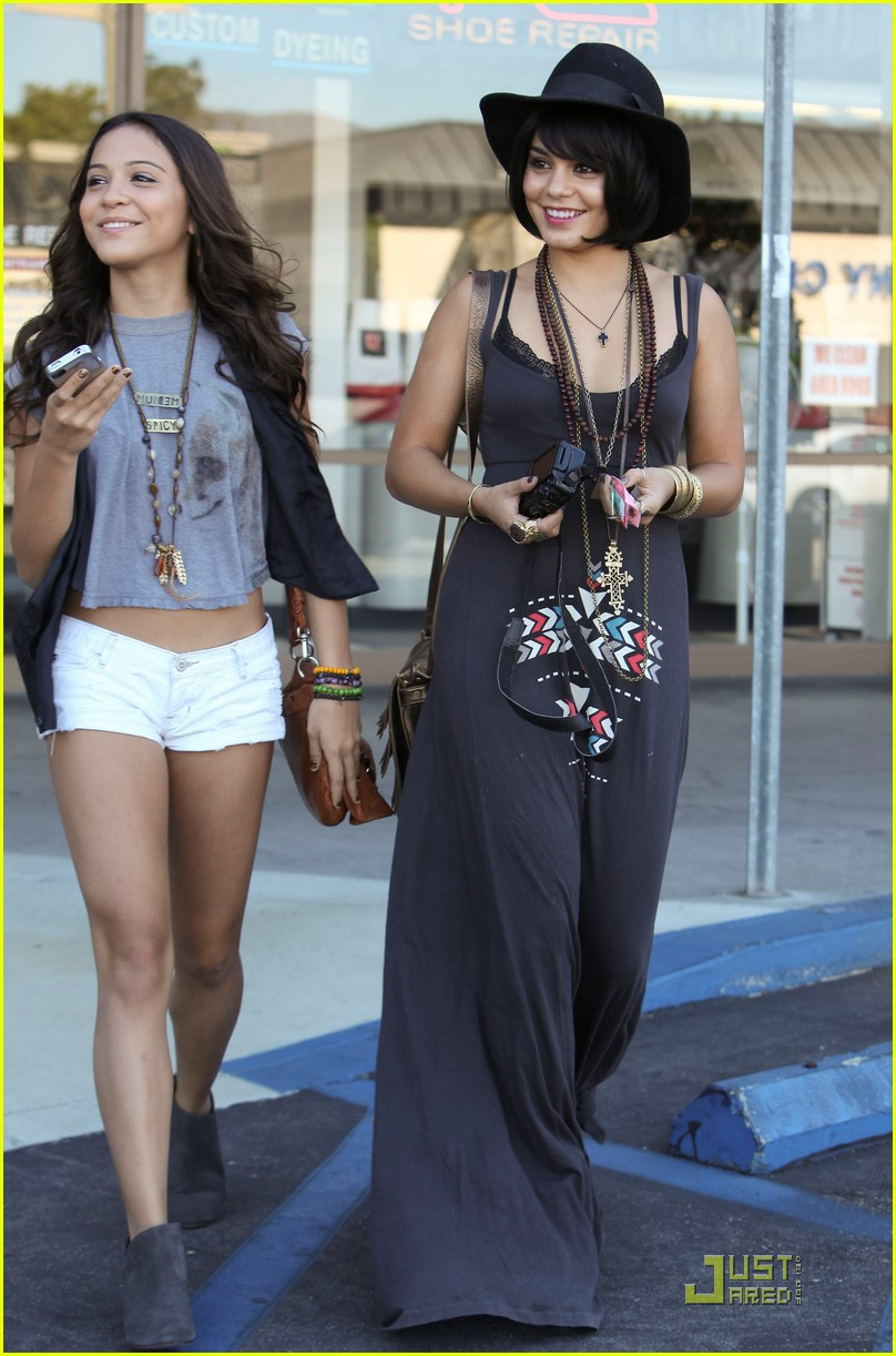 vanessa hudgens stella camera cuties 23