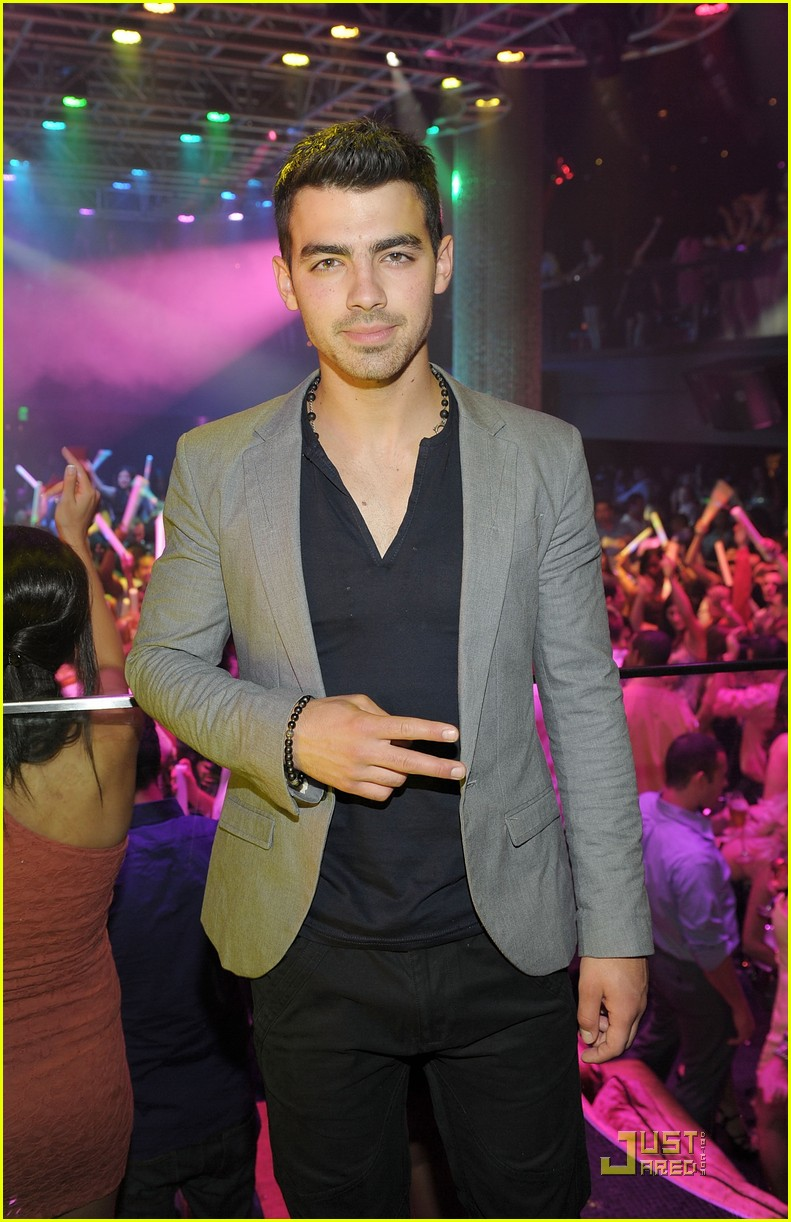 joe jonas 10 top cohost 01