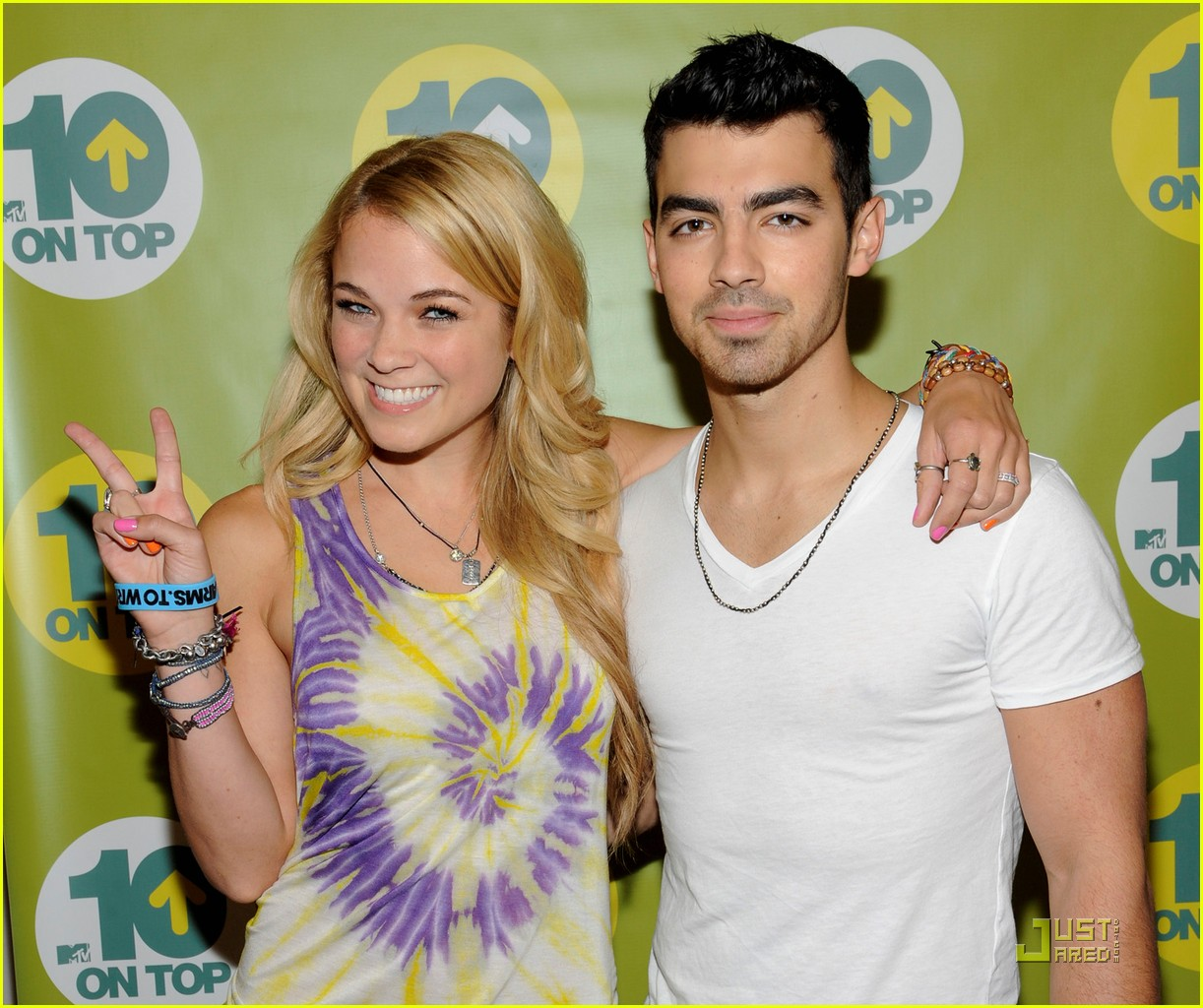 joe jonas hotel top 10 bts 06