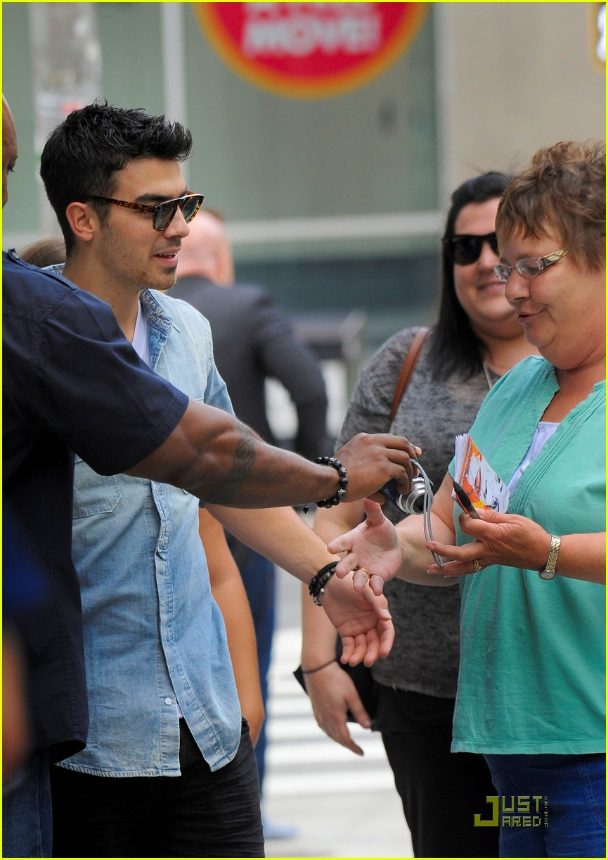 joe jonas hotel top 10 bts 14