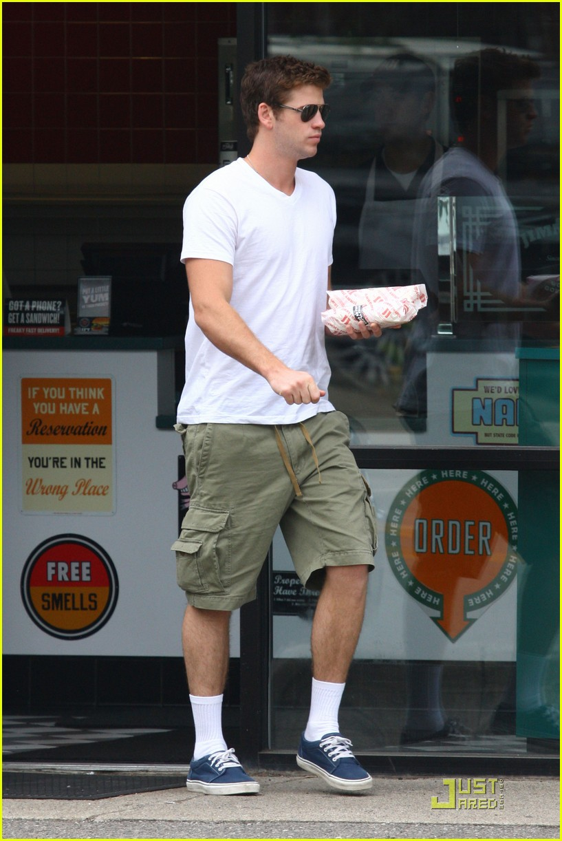 liam hemsworth sub shop 01